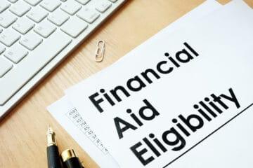 Πώς να μεγιστοποιήσετε τις πιθανότητές σας για οικονομική βοήθεια από τα πανεπιστήμια των ΗΠΑ ως διεθνής φοιτητής.